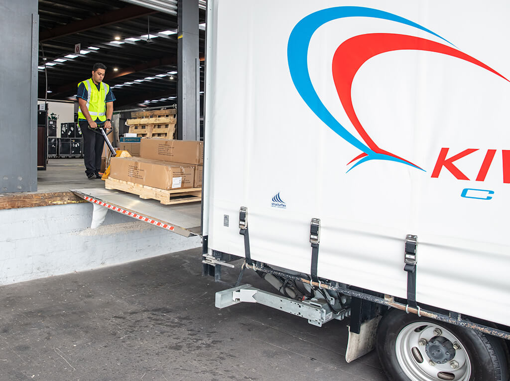 Tail Lift Courier Truck
